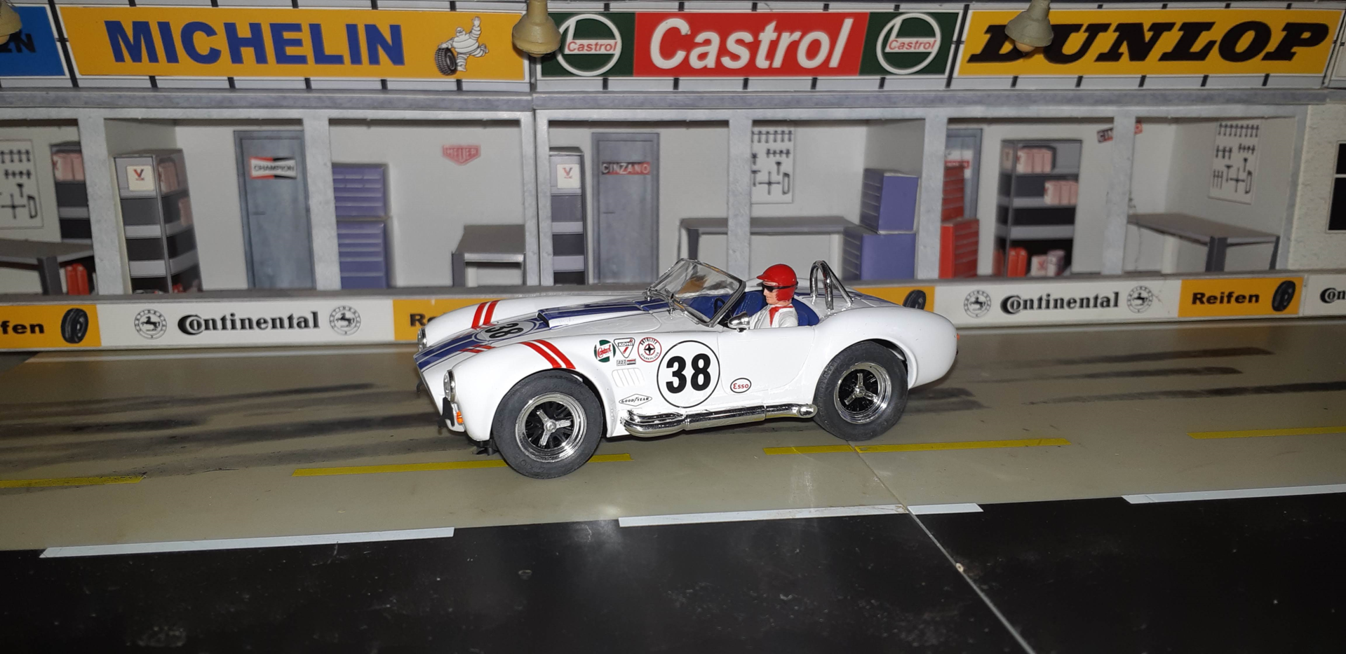 AC COBRA WHITE RACING #38
